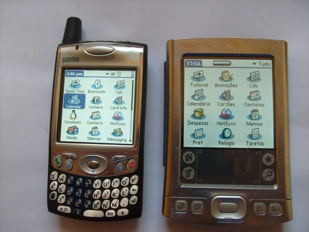 Palm Treo 650 com uma case preta e Tungsten E
