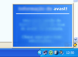 O Avast! Antivírus informa que baixou uma nova atualização. Mas o usuário não enxerga bem a parte inferior da janela.